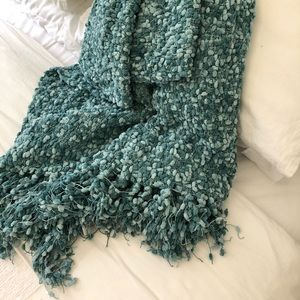 Super soft, cozy throw blanket